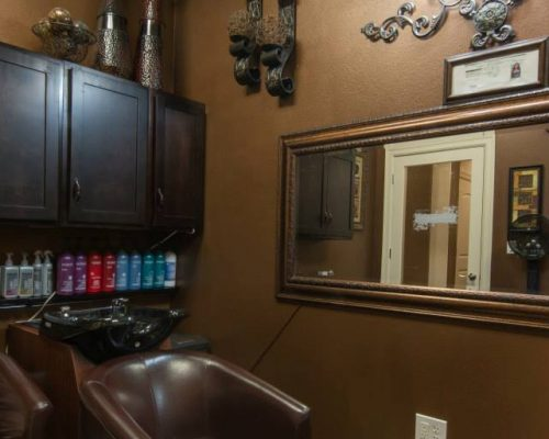 beauty salon space for rent
